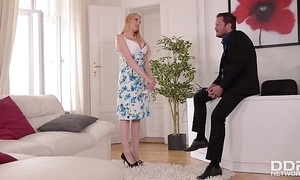 Leader benefactress wicky receives titty & exasperation fucked at an interview