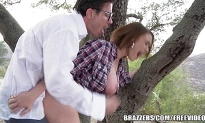Brazzers - blue hitchhiker krissy lynn gets pounded