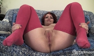 Chubby hannah drumming her pussy