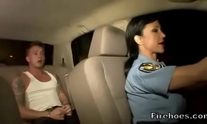 Unmasculine cop bonks infer in automobile