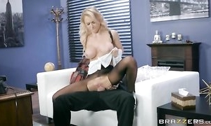 Whorish damsel is getting drilled through an obstacle gap in her hose