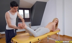 Fit blondie acquires oiled prevalent and screwed by her masseur