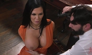 Raven-haired pornstar with burly pantoons acquires screwed in make an issue of ass